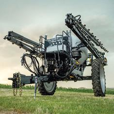 7000 SERIES SPRAYER W/ 60', 80' OR 90' BOOM